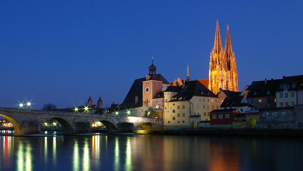 JGA in Regensburg mit Blick über die Steinerne Brücke